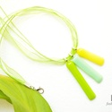 Citromsárga - menta - zöld üveg nyaklánc organza szalaggal, Ékszer, Nyaklánc, Medál, Ez a nyaklánc három téglalap alakú üvegmedálból áll. Az üveglapok különböző mérete adj..., Meska