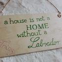 """Labradoros ajtódísz / fali dísz, Állatfelszerelések, Dekoráció, Kutyafelszerelés, Kép, Famegmunkálás, """"a house is not a HOME withoute a Labrador"""" = """"A ház nem otthon egy labrador nélkül.""""  A terméket e..., Meska"""