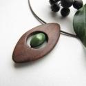 Smaragzöls mandorla medál, A medál alapját fekete diófából készítettem...
