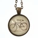 Üveglencsés nyaklánc biciklivel, Ékszer, Nyaklánc, 2,5 cm átmérőjű üveglencsébe vintage stílusú képet ragasztottam. A képen bicikli látható..., Meska
