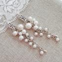 Teklagyöngyös hosszú fehér fülbevaló, Ékszer, Esküvő, Fülbevaló, Esküvői ékszer, Különböző méretű fehér teklagyöngyökből készített fülbevaló.  A fülbevalóalap ezüst..., Meska