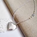 Ezüst színű nyaklánc nyitható  szív alakú medállal, Ékszer, Nyaklánc, 2,8 x 2,8 cm-es szív alakú medállal készült nyaklánc.  A medál fényképtartós, nyitható A nyakláncra ..., Meska