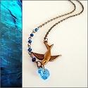 Kék szivecskés madaras nyaklánc, Ékszer, Nyaklánc, 1 cm-es Swarovski szívvel, kék gyöngyökkel és madár medállal díszített nyaklánc.   Delfinkapoccsal z..., Meska