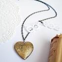 Nyaklánc  szív alakú medállal, Ékszer, Nyaklánc, 2,8 x 2,8 cm-es szív alakú medállal készült nyaklánc.  A medál fényképtartós, nyitható A ..., Meska