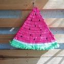 Pinata dinnye formájú, Játék, 30x30 cm - es dinnye formájú Pinata, rózsaszín-fehér-zöld színben. Kartonból készült krepp..., Meska