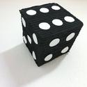 Pinata dobókocka formájú, Játék, 20x20 cm - es dobókocka formájú Pinata, fekete-fehér színben. Kartonból készült krepp papír..., Meska