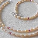 Ezüst nyaklánc + karkötő tenyésztett gyöngyökkel, Ékszer, Nyaklánc, Ékszerszett, Nagyon szép, kb 6x3 mm-es tenyésztett gyöngyökkel,  fazettált, apró (2 mm) rubin gyöngyökkel és ezüs..., Meska