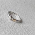 Ezüst pöttyös gyűrű , Ékszer, óra, Gyűrű, Ékszerkészítés, Ötvös, Ezüst gyűrűt készítettem, ezüst és egy arany pötty díszíti. Belső átmérője 16,5 mm, a gyűrűsín 2 mm..., Meska