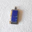 Lápisz lazuli medál ezüstben, arannyal, Szépséges, 22x10 mm-es lápisz lazulival készí...