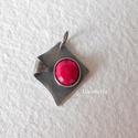 Ezüst medál rubinnal, Ékszer, Medál, Nagyon szép, 8x7 mm-es, fazettált rubin kővel készítettem ezt a medált.  Teljes hossza 2,5 cm.  A ny..., Meska