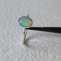 Ezüst gyűrű opállal , Ékszer, Gyűrű, Vékonyka ezüst gyűrűt készítettem,  7x6 mm-es opállal. A gyűrű belső átmérője 17,4 mm.  Egyszerű, sz..., Meska