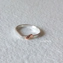 Csepp ezüst gyűrű arannyal, Csepp formájú ezüst gyűrűt készítettem, roz...
