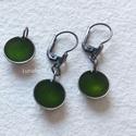 Mohazöld ezüst fülbevaló + medál szett, Ékszer, Fülbevaló, Medál, Egyszerű kis ezüst fülbevaló és medál zöldben. A fülbevaló teljes hossza 3,4 cm. A medál hossza 1,7 ..., Meska