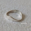 Ezüst gyűrű, Ékszer, Gyűrű, Egyszerű kis ezüst gyűrű, hullám mintával A gyűrűsín 1-4 mm széles.  Belső átmérője 16,5 mm.        ..., Meska
