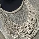 Nyers színű kézzel kötött nyakbavaló, Ékszer, Nyaklánc, Szalagszerű effekt fonalból dróttal merevítve  kötöttem ezt a dekoratív nyakbavalót., Meska