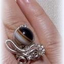 """""""Csíkoska2"""" , Ékszer, Gyűrű,  Ezüstözött drótból készítettem ezt a gyűrűt, amely 55-56-os méretű. Közepét egy nagyon..., Meska"""