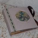 Vintage fotóalbum különleges képbetéttel, Naptár, képeslap, album, Fotóalbum, Decoupage, transzfer és szalvétatechnika, Különleges képbetétű fotóalbum 10x15-ös képeknek. Az albumban 100 db képet lehet elhelyezni. Az ala..., Meska