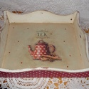 Fa tálca piros pöttyös teáskannával, Otthon, lakberendezés, Tárolóeszköz, Fából készített koptatott tálca decoupage technikával és kézi festéssel díszítve, lakkozv..., Meska