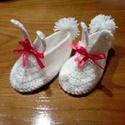 Nyuszi cipőcske, Ruha, divat, cipő, Gyerekruha, Cipő, papucs, Horgolás, Hófehér horgolt nyuszis cipőcske.Talpméret 14cm.A nyuszifülek 5cm hosszúak.A sarokrésznél kicsi pom..., Meska