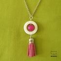 Pink-white shell - Hosszú nyaklánc pink bojttal, kagylószínű fehér O-gyönggyel, Ékszer, Nyaklánc, Igazi csajos, feltűnő nyaklánc!  Egy opálos fényű kagylóhatású (természetes módon szabál..., Meska