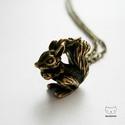 Antik bronz színű mókusos nyaklánc, mókus medál, Ékszer, Nyaklánc, Antik bronz színű nyaklánc apró, de szépen kidolgozott mókusos medállal.  A medál mérete: 1..., Meska