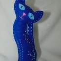 Csillagmancs - vízöntő csillagjegy, Dekoráció, Dísz, Varrás, Húsz centiméter magas, kézzel varrott macska kék filcből, poliésztergolyócskákkal töltve. A szemeit..., Meska