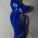 Csillagmancs - szűz csillagjegy, Dekoráció, Dísz, Varrás, Húsz centiméter magas, kézzel varrott macska kék filcből, poliésztergolyócskákkal töltve. A szemeit..., Meska