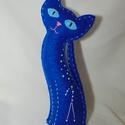 Csillagmancs - bika csillagjegy, Dekoráció, Dísz, Varrás, Húsz centiméter magas, kézzel varrott macska kék filcből, poliésztergolyócskákkal töltve. A szemeit..., Meska