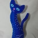Csillagmancs - kos csillagjegy, Dekoráció, Dísz, Varrás, Húsz centiméter magas, kézzel varrott macska kék filcből, poliésztergolyócskákkal töltve. A szemeit..., Meska