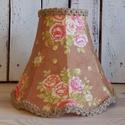 Rózsás lámpaernyő - barna, Otthon, lakberendezés, Lámpa, Asztali lámpa, Hangulatlámpa, Varrás, Harang alakú, cakkos aljú, barna alapon rózsamintás lámpaernyő. Kézi varrással készítve, bélelés né..., Meska