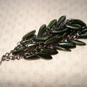 Metál zöld üvegszirom - fülbevaló, Ékszer, Esküvő, Fülbevaló, 16 mm-es metál zöld szirom üveggyöngyöket szereltem fel láncra.  A fülbevaló hossza: 10 cm.  10000 f..., Meska