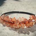 Narancs kristályok - fekete gumi karkötőn, Ékszer, Karkötő, Narancsos-barackos csiszolt akril gyöngyök fekete 0,4 cm átmérőjű gumi karkötőn.  Hossza: 20,5 cm.  ..., Meska