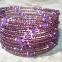 ÚJ! Ragyogó lila  karkötő, Ékszer, óra, Esküvő, Karkötő, 2 mm-es áttetsző padlizsán-lila és metál rózsaszín kásagyöngyök közé 4 mm-es élénk lil..., Meska