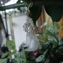 Hóvirág - fülbevaló, Ékszer, Esküvő, Fülbevaló, Szikrázó fehér kristály shamballa, csiszolt opál és fényes fehér üveg-, valamint matt fehér akril vi..., Meska