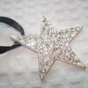 ÚJ! Karácsonyi csillag -nyaklánc, Ékszer, Esküvő, Medál, Nyaklánc, Gyönyörű fehér alapon kristályokkal kirakott fém csillag medál. Fehér selyemzsinórral vagy akár feke..., Meska