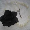 ÚJ! Fekete rózsás gyöngyös hálós nyaklánc, Ékszer, Esküvő, Nyaklánc, 14 mm-es ekrü tekla gyöngyöket fűztem hálóba. Egy csodaszép fekete textilrózsa díszíti (nem levehető..., Meska