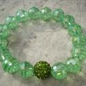 ÚJ! Tavaszi zsengék - karkötő, Ékszer, Esküvő, Karkötő, 10 mm-es halvány zöld csiszolt üveggyöngyök  fognak közre egy azonos méretű, zöld kristályos shambal..., Meska