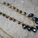 Elegáns fekete gyöngyös nyaklánc, Ékszer, Esküvő, Nyaklánc, 15 mm fekete csiszolt csepp és irizáló fánk alakú üveggyöngyöket szereltem fel aranyszín láncra. Dis..., Meska