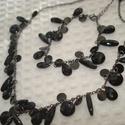 ÚJ! Fekete gyöngyös szett a kis feketéhez (nyaklánc és karkötő), Ékszer, Esküvő, Nyaklánc, Különböző méretű és formájú, fekete csiszolt akril gyöngyök láncon, hosszabbítóval. Delfinkapoccsal ..., Meska