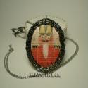 Diótörő nyaklánc, Ékszer, Nyaklánc, Medál, A medál filc alapra készült, gyöngyökkel körül varrva. Méret:4 * 5,5cm , Meska