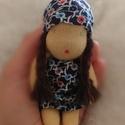 Waldorf baba- kicsi, Játék, Baba, babaház, Báb, Játékfigura, Aprócska baba, NEM levehető ruhával. Fonott haja gyapjú fonalból készült. A baba kis kezekekb..., Meska