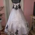 Menyasszonyi ruha, fehér-fekete, , Ruha, divat, cipő, Esküvői ruha, Menyasszonyi ruha, Varrás, Egyedi, fehér-fekete menyasszonyi, báli ruha. A ruha anyaga düssesz, organza, és csipke. Két részes..., Meska