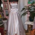 Menyasszonyi ruha, kalocsai himzett, két részes, 38-40, Esküvő, Ruha, divat, cipő, Magyar motívumokkal, Menyasszonyi ruha, Hímzés, Varrás, Kalocsai hímzett menyasszonyi ruhát kínálok. Egyedi tervezésű. Két részes, füzős, jól alakítható. S..., Meska