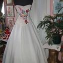 Menyasszonyi ruha, kalocsai himzett, két részes, füzős., Kalocsai himzéssel készített elegáns menyasszo...