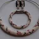 Japán cseresznyevirág ékszer szett, Ékszer, Ékszerszett, Nyaklánc, Karkötő, Ékszerkészítés, Horgolás, Az ékszerszett gyöngyhorgolt technikával készült nyakláncból, karkötőből és fülbevalóból áll.  Képe..., Meska