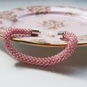 """""""Róza"""" selymes fényű rózsaszín gyöngyhorgolt karkötő rózsakvarc gyönggyel, Ékszer, Ékszerszett, Gyöngyfűzés, Horgolás, Selymes fényű rózsaszínű gyöngyökből készítettem a karkötőt, mely finom, üde kiegészítője lehet ruh..., Meska"""