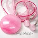 Csillámos rózsaszín-pink üvegékszer szett, nyaklánc, kapcsos fülbevaló, Ékszer, óra, Fülbevaló, Ékszerszett, Medál, Mintás, csillogó, rózsaszín-pink ékszerüveg felhasználásával készült a medál és a kapcs..., Meska