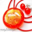 Vörös csillogás üvegékszer szett, nyaklánc, pötty fülbevaló, Ékszer, Medál, Fülbevaló, Ékszerkészítés, Üvegművészet, Áttetsző vörös és csillogó, mintás, vörös dichroic ékszerüveg felhasználásával készült a medál és a..., Meska