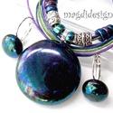 Antik bíbor-kék-zöld üvegékszer szett, nyaklánc, kapcsos fülbevaló, Ékszer, Ruha, divat, cipő, Medál, Fülbevaló, Ékszerkészítés, Üvegművészet, Vagány, feltűnő, bíbor-kék-zöld csillogású mintás medál különleges gyöngyökkel díszített zsinóron, ..., Meska