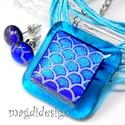 Hullázó tengerkék dichroic üvegékszer szett, nyaklánc, stiftes fülbevaló, Ékszer, Fülbevaló, Medál, Ékszerkészítés, Üvegművészet, Áttetsző kék alapon hullámzó kék dichroic ékszerüveg teszi igazán különlegessé a medált. Különleges..., Meska